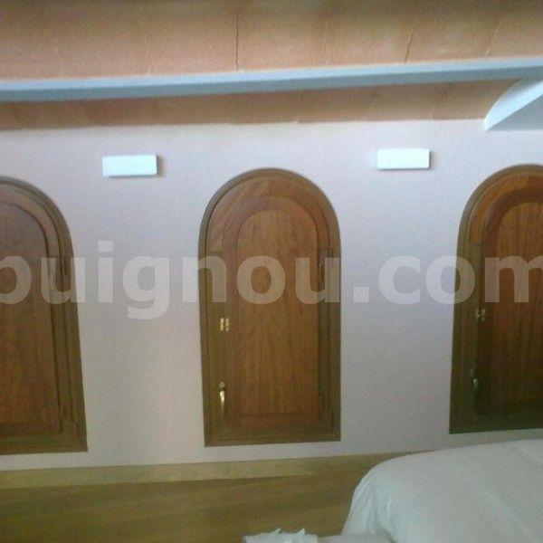 ventana de madera a medida en forma arco