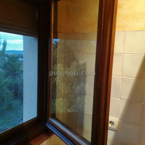 Finestres amb vidres amb camera.