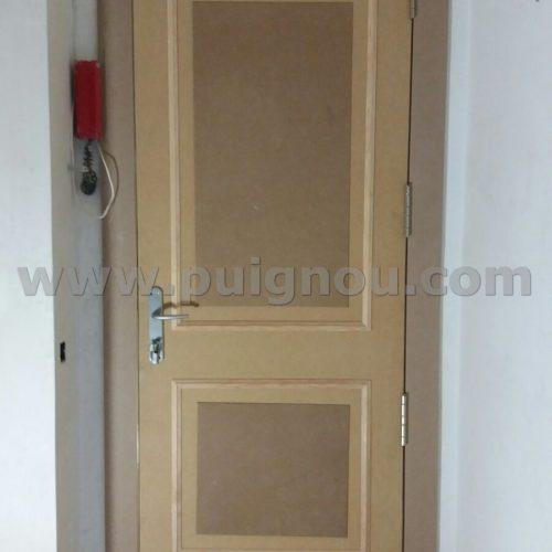 FUSTERIA PUIGNOU- Forrament porta d'entrada de pis.